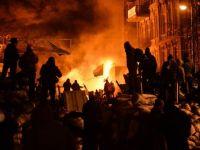 Criza din Ucraina. Mii de protestatari au luat cu asalt o cladire ocupata de peste 200 de forte speciale