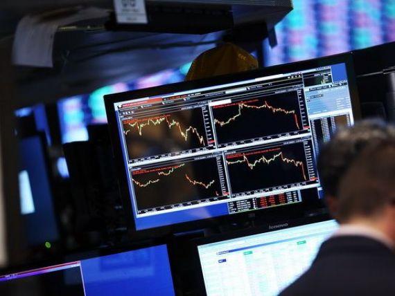 Fitch: Necesarul de finantare moderat si perceptia pozitiva a investitorilor ajuta Romania sa reziste turbulentelor financiare