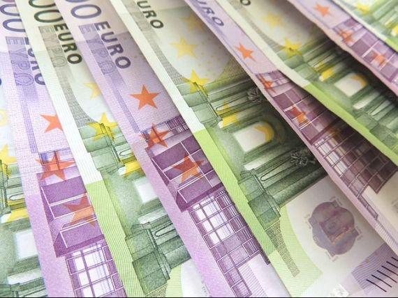 Cat te costa sa imprumuti 10.000 de euro de la banci, leul a avut cel mai slab inceput de an din 2010 si povestea antreprenoarei care a furat meserie de la Steve Jobs, iar acum castiga 33 mil. dolari din propria inventie