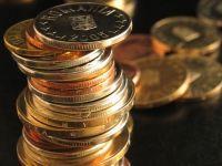 Deficitul bugetar la finele anului a fost de 2,5%, in tinta cu convenita cu FMI si Comisia Europeana. Veniturile si cheltuielile au scazut ca pondere in PIB