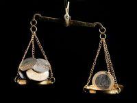Leul se apreciaza in raport cu euro, dolar si franc, dupa un debut in scadere in contextul alegerilor din Grecia. Francul elvetian, la paritate cu euro