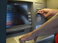 Furati de bancomat. Tot mai multi clienti ai bancilor se plang de erorile ATM-urilor, care ii lasa fara bani