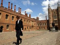Engleza a devenit a doua limba in una din noua scoli in Marea Britanie