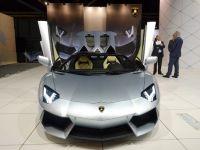 """Cea mai rapida masina din lume si automobilul care se conduce singur, prezentate la Salonul Auto de la Geneva. 900 de """"bijuterii"""" de sute de mii de euro pot fi admirate la targ"""