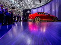 """Salonul Auto Geneva. Aplicatiile de pe smartphone se muta pe bord. Infiniti a """"furat"""" de la F1 sistemele de directie electronica, Rolls Royce propune sofatul cu asistenta prin satelit"""