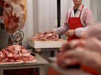 Schema prin care romanilor li s-a vandut drept noua carne alterata. Statul, pacalit cu 15 mil. euro. Gruparea infractionala, sprijinita de marii producatori din tara