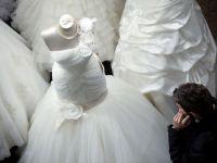 """""""Black Friday"""" pentru nunti. Evenimentul la care o rochie de designer s-a vandut cu 300 lei"""