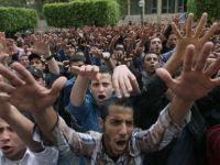 Peste 1.200 de manifestanti pro-Morsi, judecati de sambata in cel mai important proces din Egipt
