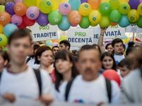 """Aproape 1.000 de persoane au participat, in Capitala, la """"Marsul pentru viata"""""""