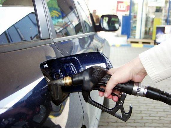 Basescu cere din nou premierului sa renunte la cresterea accizei la carburant, de la 1 aprilie, care scumpeste cu 42 de bani litrul de benzina