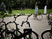 """Proiectul """"La pedale"""": Bucurestenii pot inchiria gratuit biciclete in parcurile Herastrau si Kiseleff"""