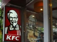 Schimbare în toate restaurantele KFC din România. Urmează Pizza Hut şi Taco Bell