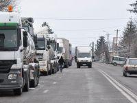 Scumpirile generate de majorarea accizei la carburanti, amanate. Guvernul returneaza transportatorilor 4 centi din suprataxa pe motorina