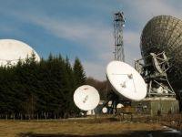 Statul intra in forta pe piata telecom, cum se ridica munti de hartii pe zeci de milioane de euro, in timp ce reactoare si hidrocentrale raman pe macheta si povestea profesoarei care a fondat cea mai mare scoala de engleza din Romania