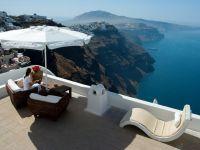 Sute de greci bogati cer statului un ajutor social de 500 de euro