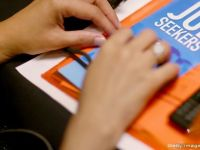 Cum vor autoritatile sa convinga oamenii de afaceri sa angajeze tineri absolventi