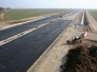 Aproape 40% din drumurile publice din Romania, a saptea tara ca marime din UE, sunt pietruite sau de pamant. Anul trecut, s-au construit sub 100 km de autostrada