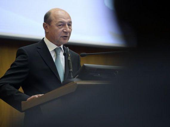 Basescu a promulgat legile de amnistiere fiscala a bugetarilor, pensionarilor si mamelor