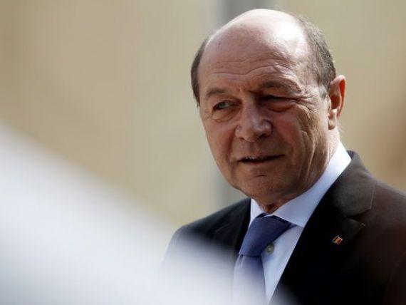 Basescu cheama investitorii straini in Romania:  Puteti avea incredere, economia este tot mai performanta . Reactia lui Ponta