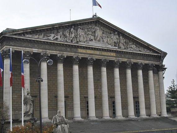 Parlamentarii francezi vor face practica in companii precum L Oreal, Pepsico si Sanofi, pentru a intelege mai bine lumea afacerilor