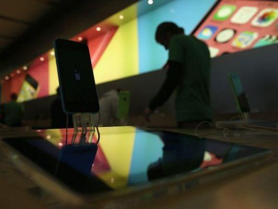 Apple suspenda vanzarile online in Rusia, dupa ce rubla s-a prabusit si a inregistrat cel mai mare declin din 98, cand tara a intrat in incapacitate de plata