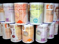 Lira sterlina a scazut fata de dolar la cel mai redus nivel din ultimele 14 luni