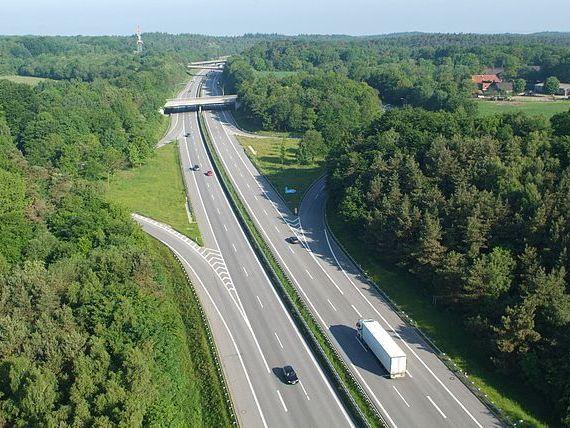 Cea mai lunga autostrada din Europa leaga Danemarca de Austria, prin Germania, si masoara mai mult decat intreaga retea de drumuri de mare viteza din Romania