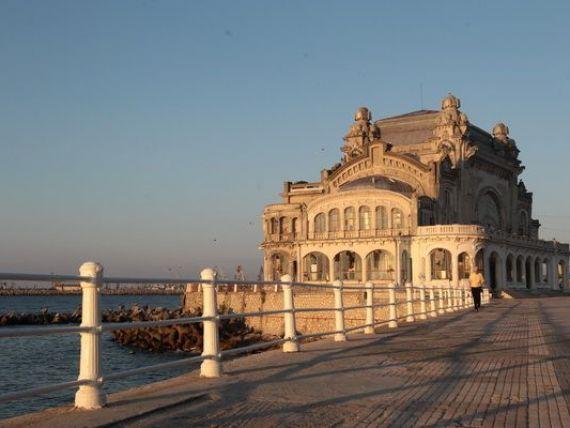 Cazinoul din Constanta, condamnat la moarte lenta. De ce nu este demarata restaurarea, desi sunt bani