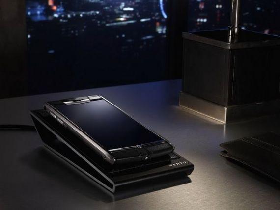 Britanicii de la Vertu lanseaza Signature Touch, smartphone-ul ultraperformant asamblat manual: carcasa de titan gradul 5 si ecran protejat cu cristal de safir imposibil de zgariat