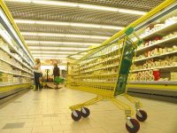 Romania a inregistrat in aprilie cea mai puternica scadere a volumului vanzarilor de retail din UE