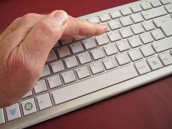 Criminalitatea informatica costa economia mondiala aproape jumatate de trilion dolari anual. O treime din suma reprezinta furtul de informatii de pe carduri de credit