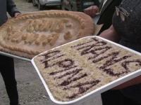 """Parastasul Transalpina. Protest inedit, cu coliva si colaci, """"in memoria"""" drumului a carui inchidere aduce falimentul pensiunilor din zona"""