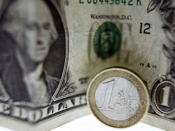 Ministrul de Finante francez critica hegemonia dolarului in tranzactiile internationale:  Noi europenii ne vindem unii altora in dolari. Cred ca o reechilibrare este necesara