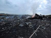 Un avion Malaysia Airlines cu 298 de persoane la bord s-a prabusit in Ucraina. Toti pasagerii au murit, printre ei si un student roman
