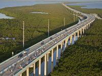 Autostrada peste ocean. Istoria de 80 de ani a soselei care merge peste 100 km pe apa si strabate 42 de poduri. VIDEO