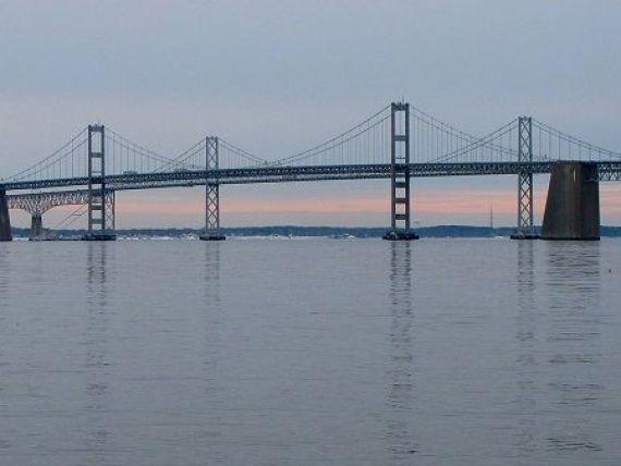 Cel mai infricosator pod construit pe Terra. Oamenii platesc pentru a fi ajutati sa-l traverseze. VIDEO
