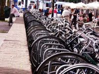 Cum arata infrastructura in tara in care exista mai multe biciclete decat locuitori si care a construit autostrazi si un sens giratoriu suspendat pentru ciclisti. FOTO si VIDEO
