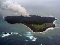 Prabusirea unei insule vulcanice in eruptie, formata in largul Japoniei, ar putea provoca un tsunami devastator