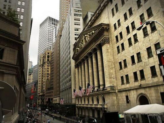 Wall Street a deschis in scadere puternica. Miliardarii lumii au pierdut luni 15 mld. dolari. Cel mai bogat om din Europa a ramas fara 1 mld. Titlurile Apple, in declin cu 1,51%