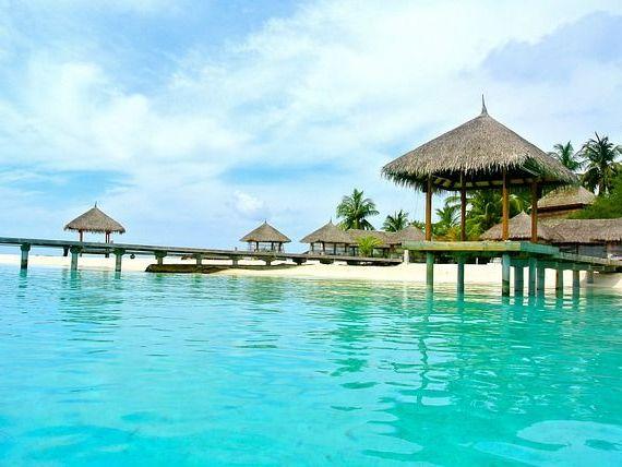 Romanii cheltuiesc in acest an circa 7,5 mil. euro pentru Revelioane exotice in Maldive, Thailanda sau Seychelles. Pretul unui sejur depaseste 2.500 euro