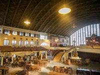 Trei antreprenori romani, intre care si seful eMAG, au deschis cea mai mare berarie din sud-estul Europei, in Pavilionul H din Herastrau, dupa o investitie de 3 mil. euro
