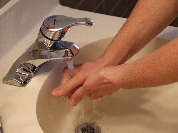 ANPC: Bucurestenii care nu au avut apa calda vor avea facturi mai mici, daca asociatiile de proprietari vor solicita acest lucru la RADET