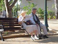 """Romanii neasigurati in sistemul de asigurari sociale isi vor putea """"cumpara"""" vechime la pensie. Punctul de pensie nu va putea fi mai mic de 40% din salariul mediu net, din 2017"""