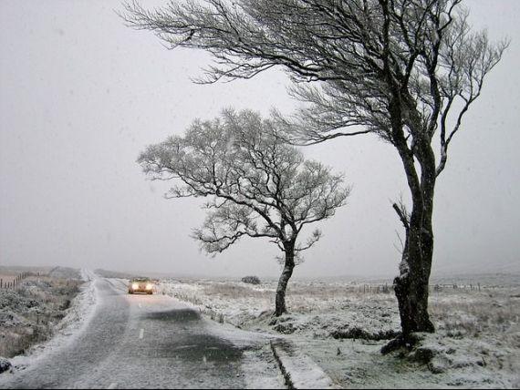 Circulatia a fost inchisa pe A2, din cauza ninsorii de octombrie. Prima zapada s-a lasat cu demiteri pentru sefii de la Drumuri