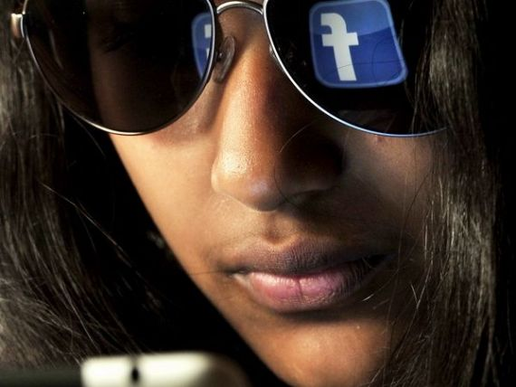 Facebook lanseaza o retea de socializare pentru profesionisti, similara LinkedIn. Cum va functiona  Facebook at Work