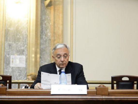 Mugur Isarescu: Scaderea investitiilor publice poate fi buna daca risipa si coruptia s-au eliminat