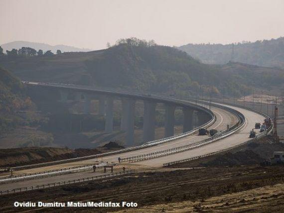 Cum se construieste un viaduct in Romania. Imagini de pe santierul autostrazii Sibiu-Orastie. FOTO