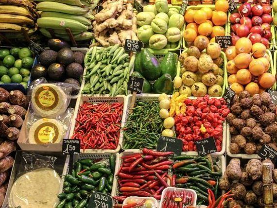 Cu cat se ieftinesc alimentele, dupa reducerea TVA promisa de Guvern. Ministrul Agriculturii:  Scaderea ar salva sectoarele macinate de evaziune fiscala