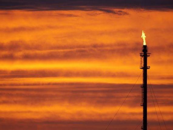 Pretul petrolului se prabuseste, dupa decizia OPEC de a nu miscora productia. Castigatori si perdanti in urma celui mai mare declin de dupa 2010