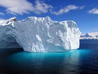 Antarctica pierde la fiecare doi ani o cantitate de gheata echivalenta cu greutatea Everestului